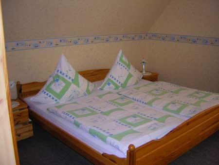 Doppelbett im zweiten Doppelzimmer