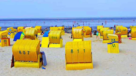 Strandkörbe am Strand in Cuxhaven Döse
