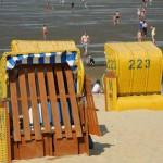 Strandkörbe auf dem Sandstrand in Döse