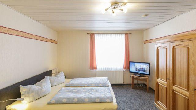 Modernes Doppelzimmer im Gästehaus Blauth in Duhnen