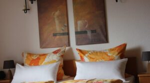 Doppelbett im Zimmer 8 Pension Witten höhen