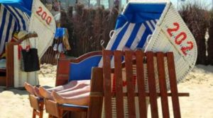 im Strandkorb am Strand in Cuxhaven